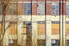 一个被放弃的大厦的门面 免版税库存图片