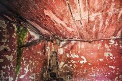 一个被放弃的房子的墙壁 图库摄影
