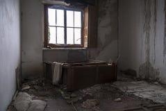 一个被放弃的房子的看法 库存图片