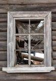 一个被放弃的房子的窗口 免版税库存照片