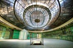 一个被放弃的能源厂的控制室 免版税库存照片