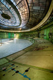 一个被放弃的能源厂的控制室 免版税库存图片