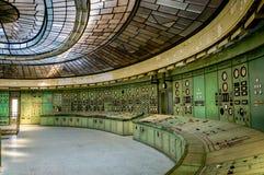 一个被放弃的能源厂的控制室 库存照片