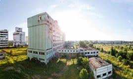 一个被放弃的谷物仓库的看法在俄罗斯 免版税库存照片