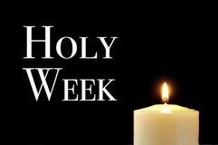 一个被点燃的蜡烛和文本圣周 免版税库存照片