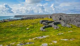 一个被破坏的堡垒在Inishmore, Aran海岛,爱尔兰 库存照片