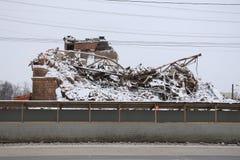 一个被破坏的大厦,盖用雪 库存照片