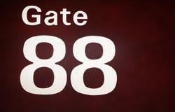一个被阐明的机场门符号的特写镜头 图库摄影