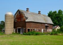 一个被风化的老谷仓 库存图片