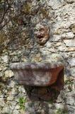一个装饰的庭院喷泉,意大利 库存图片