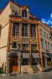 一个装饰的老大厦的门面在布鲁塞尔 免版税图库摄影