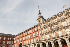 一个装饰的门面和阳台Palza市长的,马德里,西班牙的细节 免版税库存照片