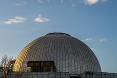 一个观测所的圆顶在日落期间的 库存图片