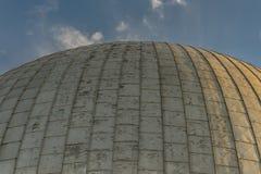 一个观测所的圆顶在日落期间的 免版税库存图片