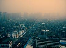 一个规则城市的大气污染瓷的 免版税图库摄影