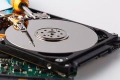 一个计算机光盘的特写镜头视图在修理prosess的 免版税库存照片