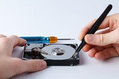 一个计算机光盘的特写镜头视图在修理prosess的 库存照片