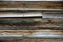 一个谷仓的老被风化的木头有生锈的钉子的 免版税库存图片