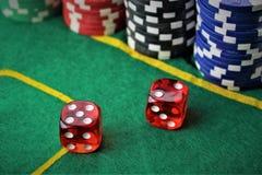 一个赌博娱乐场-模子,芯片的图象,赌博-有拷贝空间的 库存照片