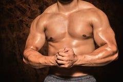 一个赤裸上身的肌肉人的中间部分的综合图象 库存图片