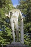 一个赤裸人的古老雕象没有头的 库存照片