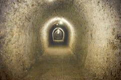 一个走廊的葡萄酒图象在一个地下盐矿 库存照片