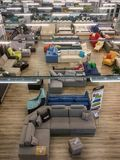 一个超级市场的内部家具销售的,顶视图 免版税库存照片