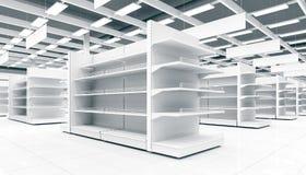 一个超级市场的内部有架子的物品的 免版税库存照片