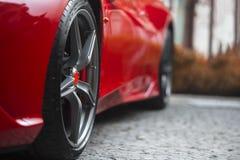 一个超级跑车体育轮子的细节 免版税库存照片