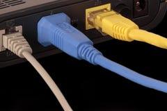 一个路由器, usb缆绳的后面的前景有rj45的和 库存图片