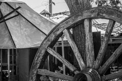 一个轮子的处所在黑白的 库存照片