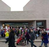 一个轮椅的人在妇女` s 3月,美国人以伤残,东部的美国国家艺廊,华盛顿特区,美国 免版税图库摄影