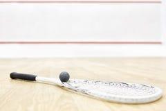 一个软式墙网球和球 免版税库存照片