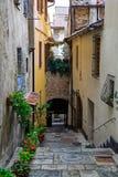 一个运输路线在Montepulciano 免版税库存照片