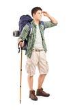 一个远足者的全长纵向有背包查找的 图库摄影