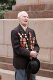 一个退伍军人的画象下落的背景纪念碑的 库存照片