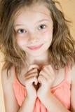 一个逗人喜爱的八岁的女孩的画象 免版税库存图片