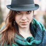 一个逗人喜爱的女孩的画象有帽子和围巾的 图库摄影