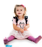 一个逗人喜爱的小女孩的纵向 图库摄影