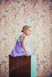 一个逗人喜爱的小女孩的画象有兔宝宝耳朵的 免版税库存图片