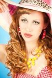 一个逗人喜爱的红发女孩的大纵向的 免版税库存图片