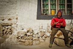 一个遥远的南部的西藏村庄的一个人 库存照片