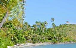 一个遥远的热带海滩的风景在斐济 免版税库存图片