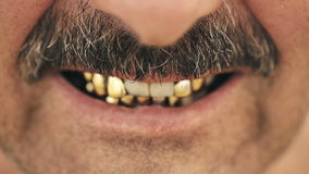 一个邪恶的人的画象有一根髭的,有铁牙的 股票录像