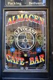 一个酒吧的窗口在圣特尔莫,布宜诺斯艾利斯 免版税图库摄影