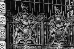 一个金属门的Dettail在伦敦 免版税库存图片
