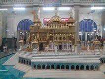 一个金黄寺庙结构 库存图片