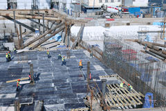 一个钢筋混凝土基础的建筑 免版税库存照片