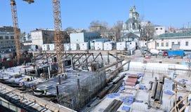 一个钢筋混凝土基础的建筑 免版税库存图片