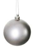 一个银色圣诞节球。 免版税库存图片